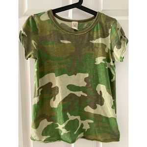 EUC We the Free Camo short sleeve t-shirt